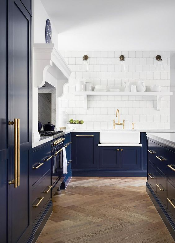 design de cuisine avec comptoirs contrastés