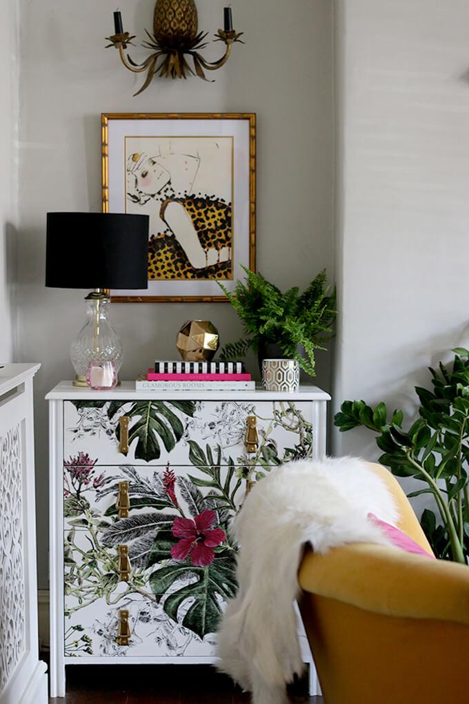 Commode tropicale peinte à la main