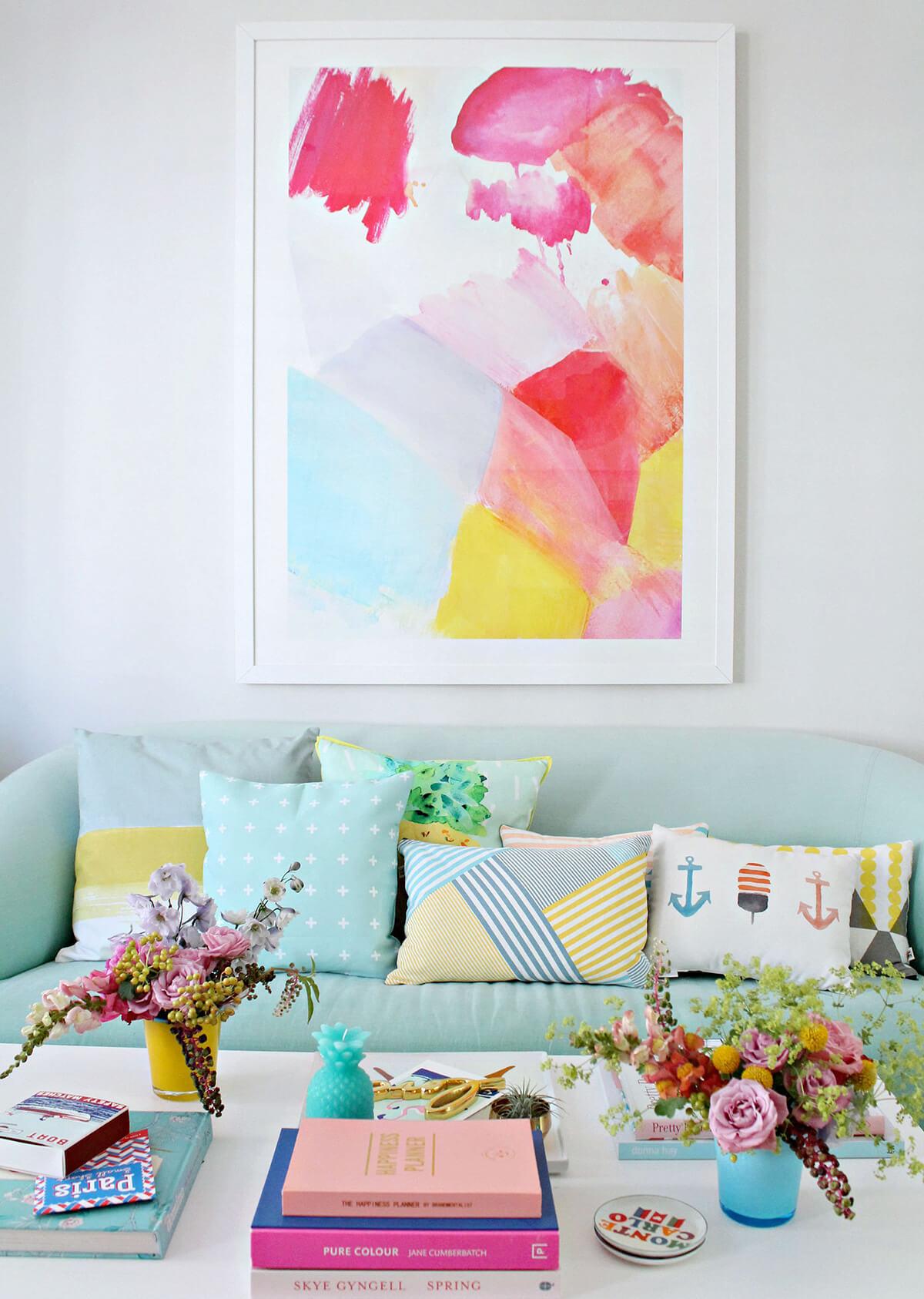 Idée de décoration de style tropical pastel joyeux