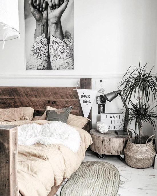 chambre de style nordique décorée de paniers en osier