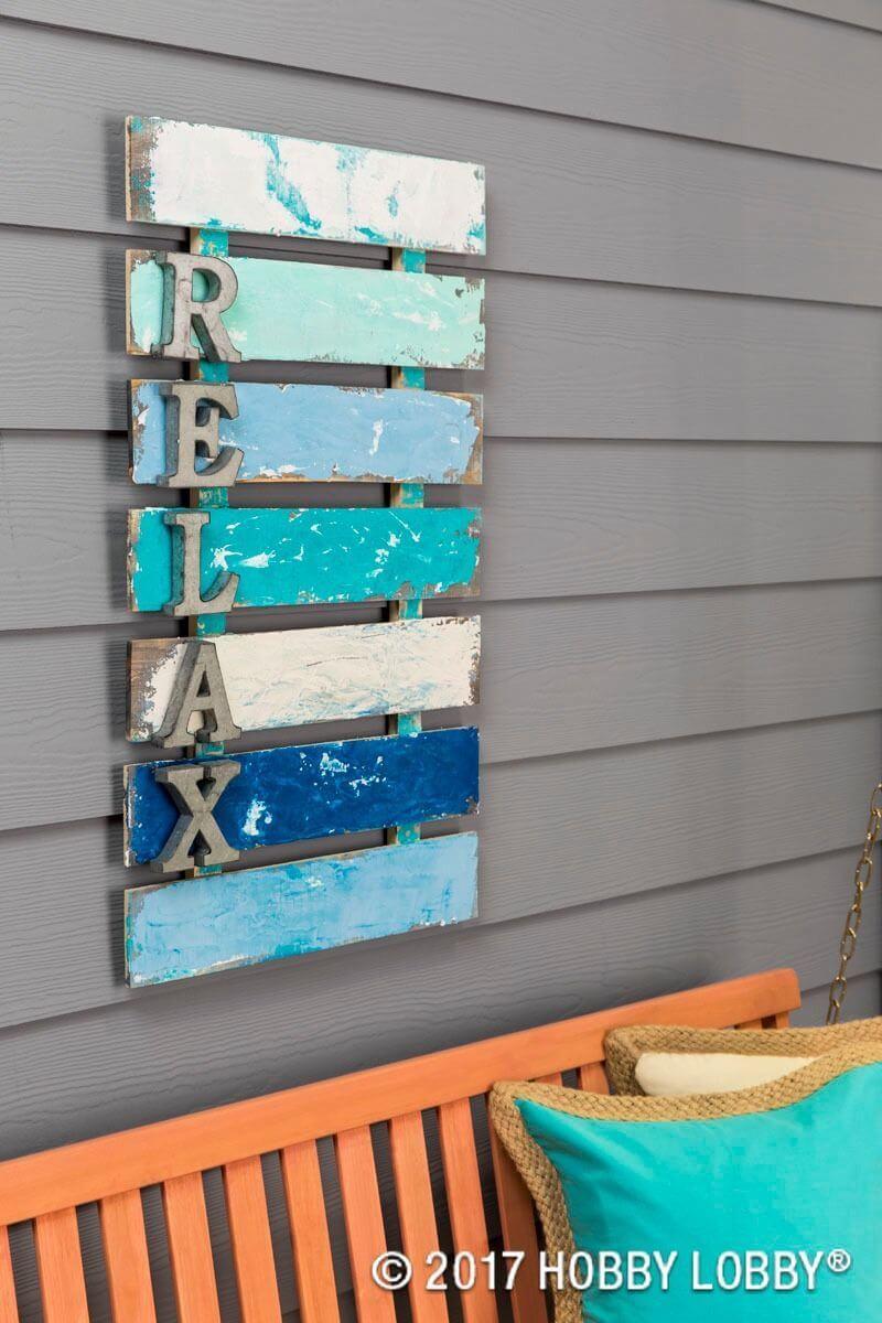 Panneau «Relax» de style palette avec lettres en métal