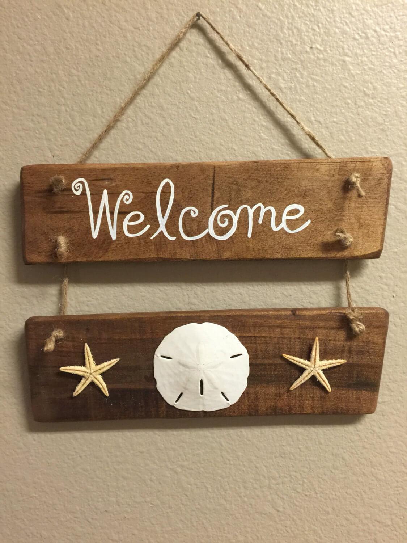 Charmant petit panneau de bienvenue avec des coquillages