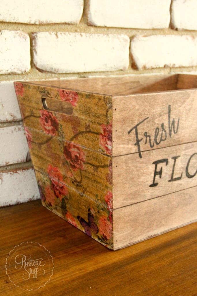 Bac en bois de fleurs fraîches découpé