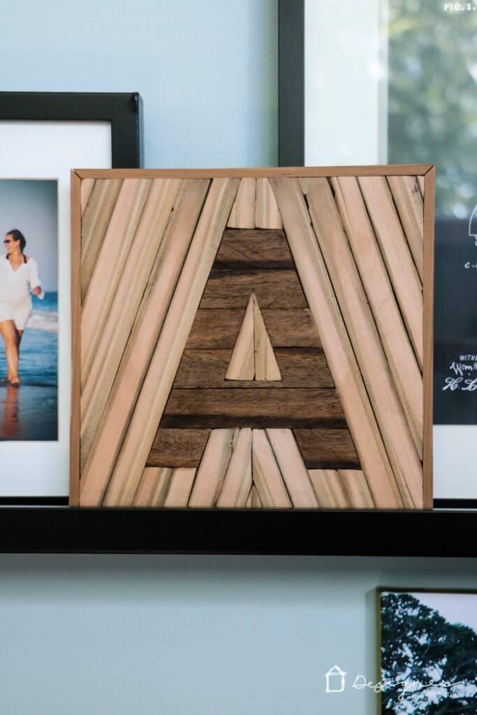 Carré décoratif de lettre en bois mélangé