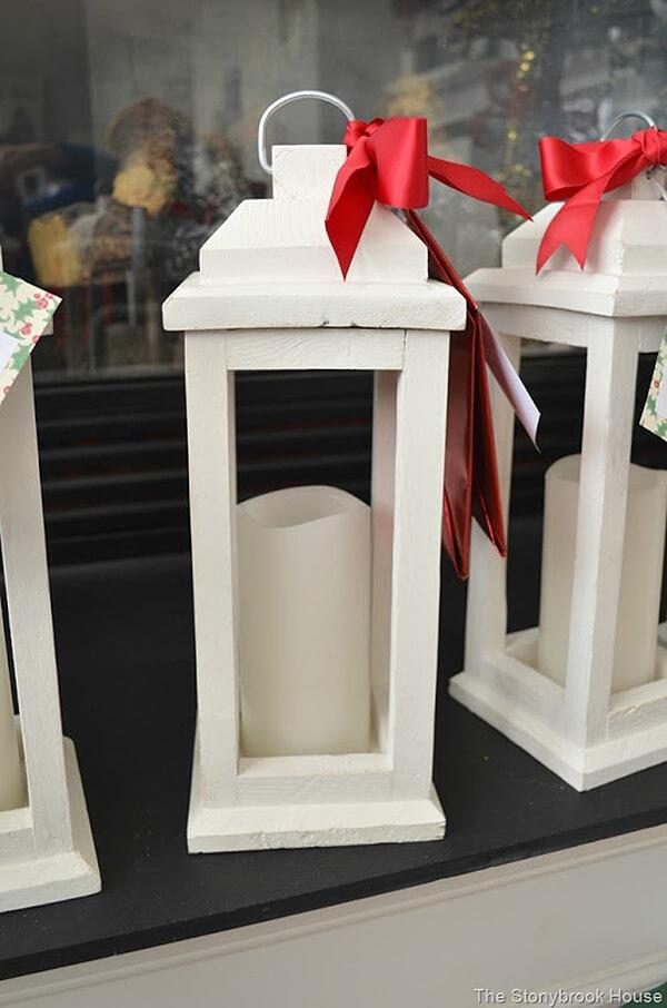 Lanterne traditionnelle en bois blanc crème