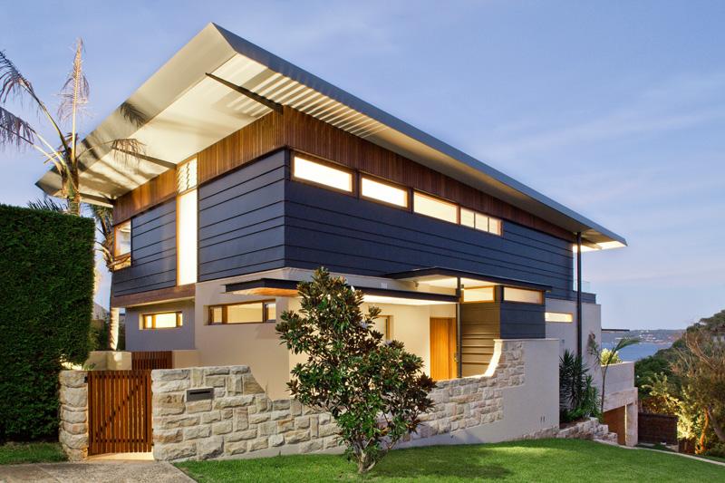 Maison contemporaine dans un site d'angle exposé