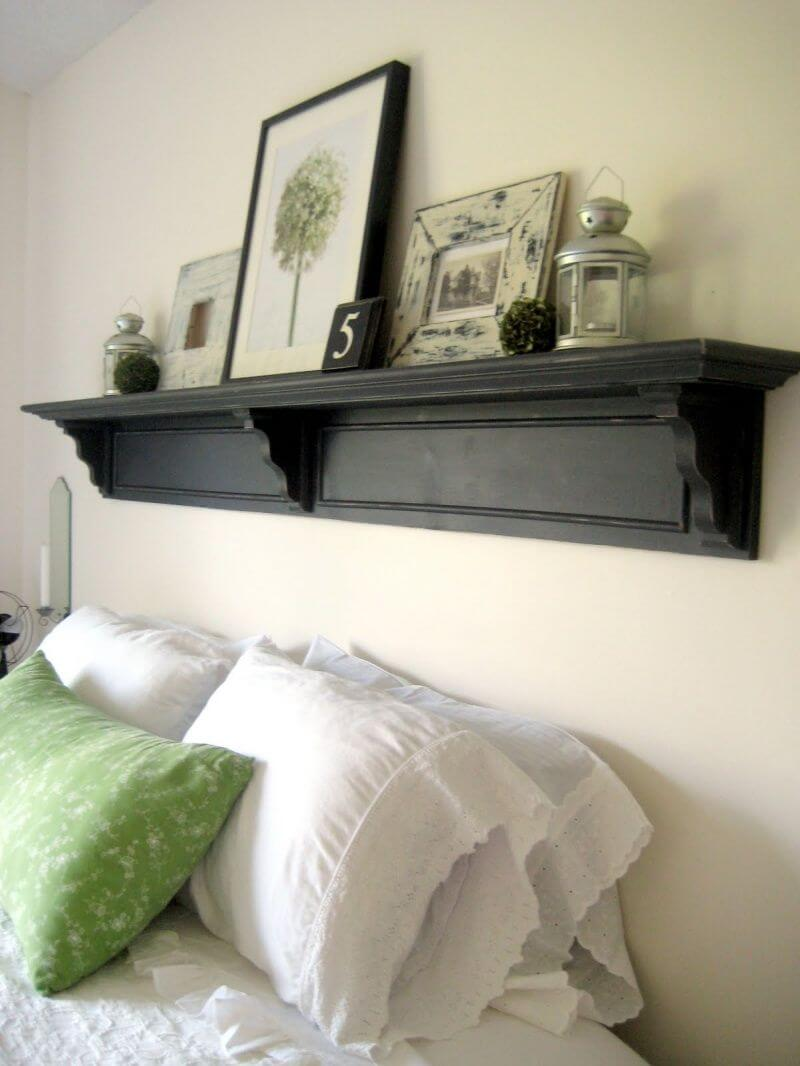 Étagère de cheminée de tête de lit avec art encadré