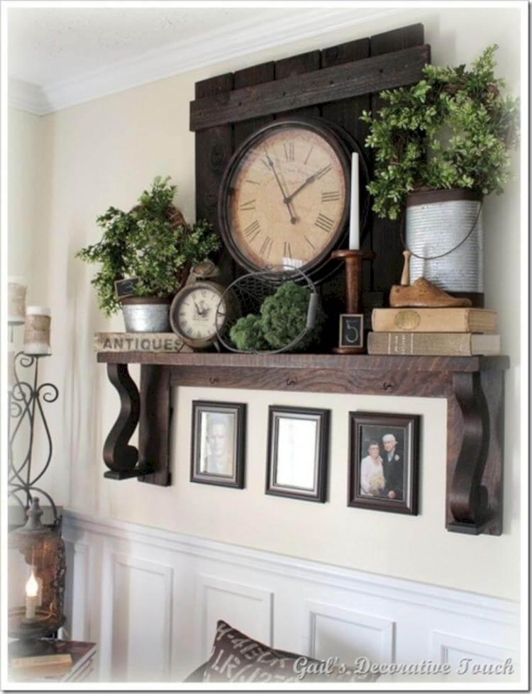Horloge ancienne de cheminée en bois copieuse