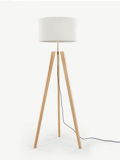 lampadaire en bois rustique