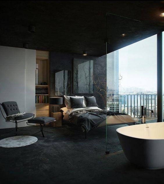 une chambre masculine sexy avec une cloison vitrée et une baignoire autoportante avec une cloison en verre