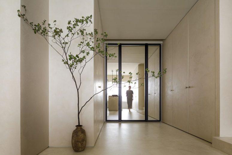 La simplicité et le minimalisme sont également des principes du wabi sabi, et cette entrée montre que