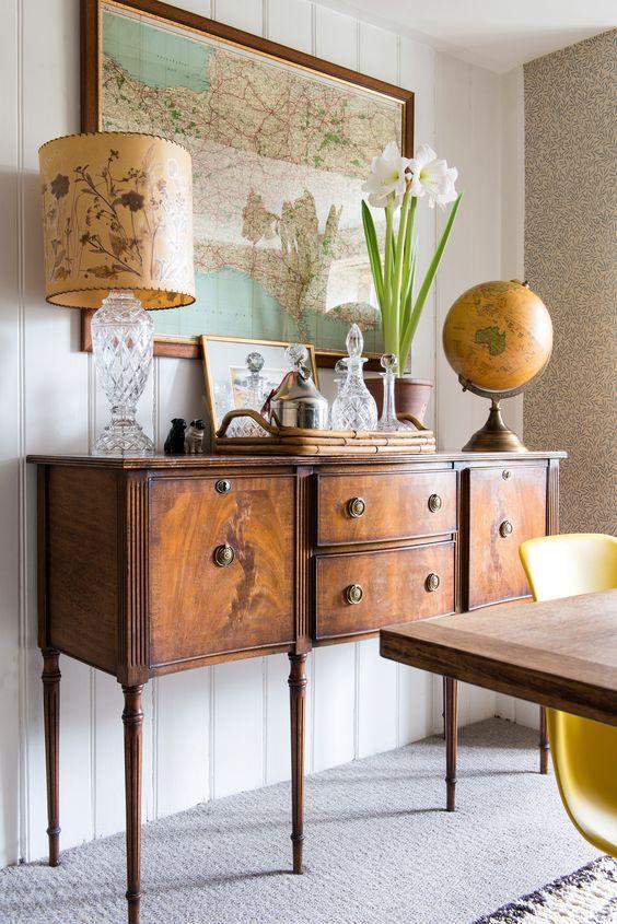 embellissez votre salon ou salle à manger avec un buffet ancien en bois comme celui-ci pour ajouter de l'élégance