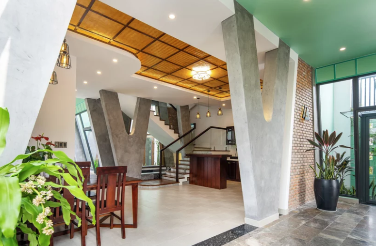 L'espace principal est un aménagement ouvert avec une cuisine, une salle à manger et un salon pour une meilleure circulation de l'air