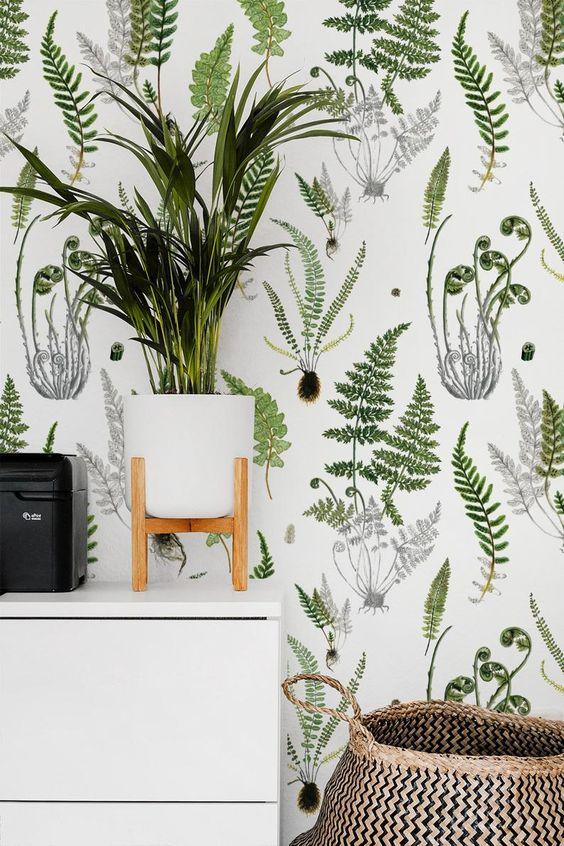 associez votre papier peint botanique à de la verdure et des plantes en pot pour rendre l'espace encore plus extérieur