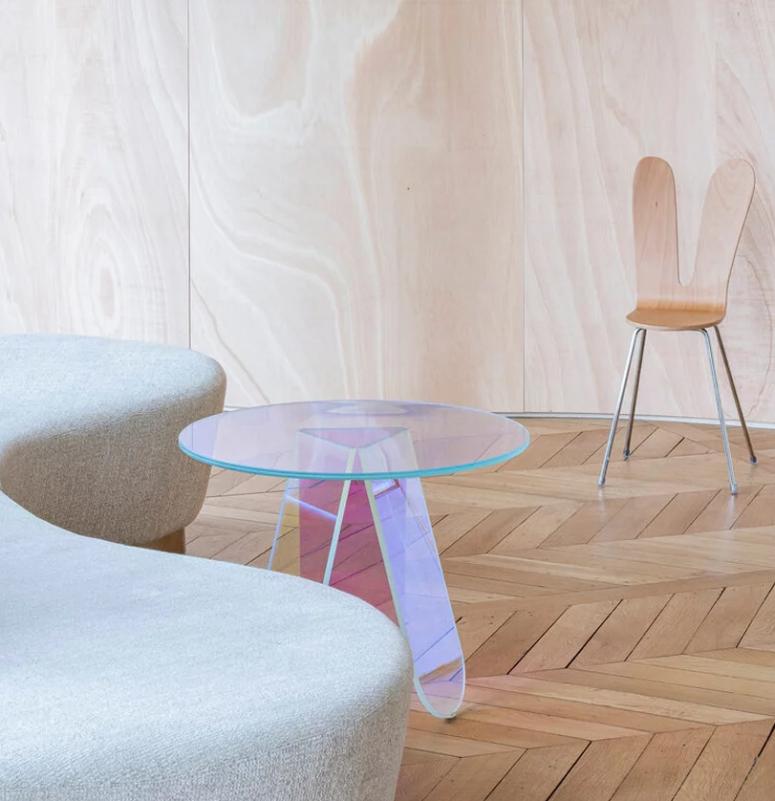 Le mobilier est exquis, moderne et audacieux pour compenser la sensation vintage de l'appartement lui-même