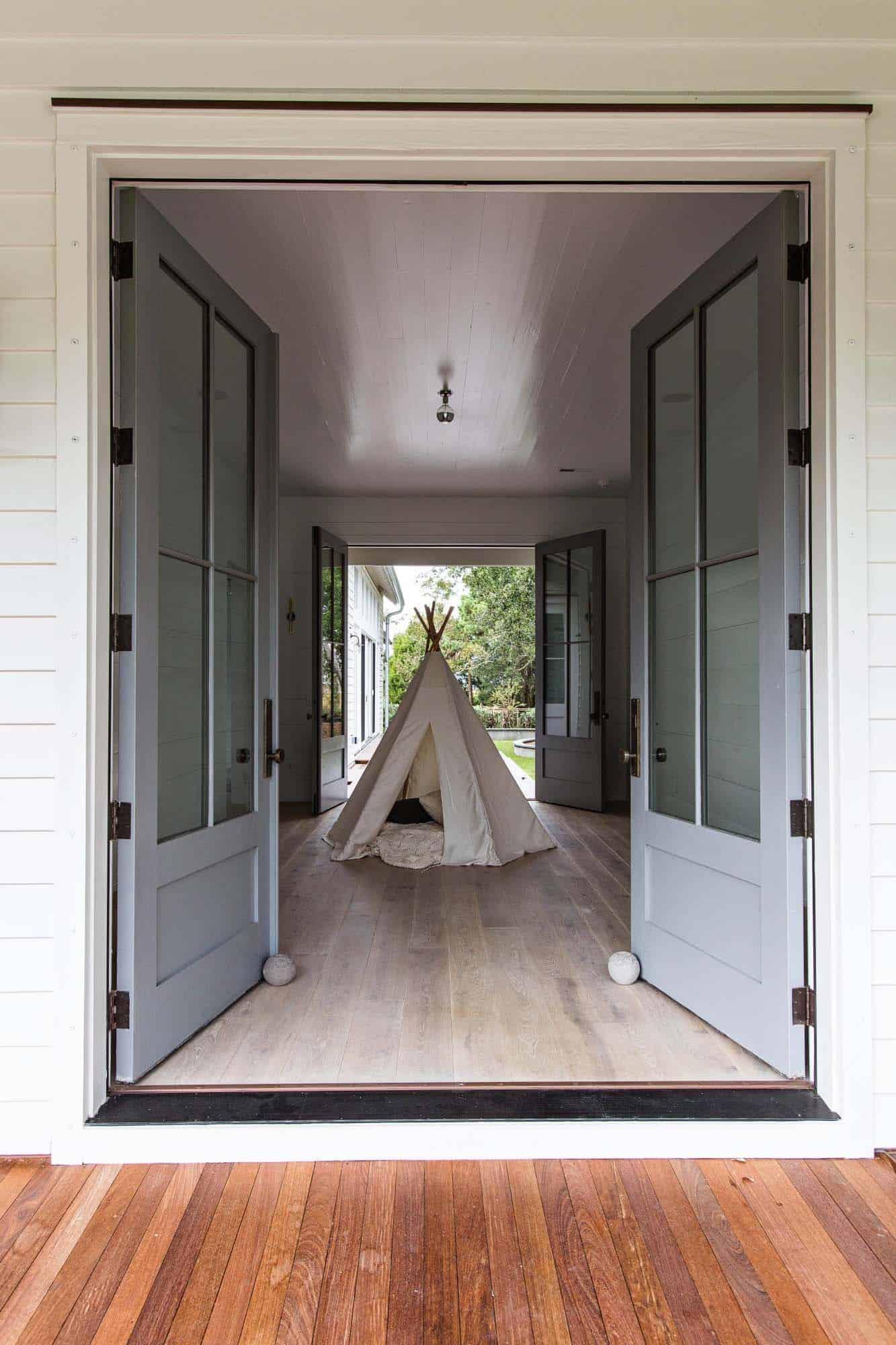 Modern Organic Beach Cottage-Cortney Bishop Design-17-1 Kindesign