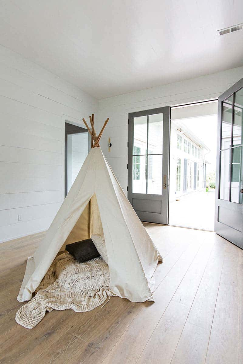 Modern Organic Beach Cottage-Cortney Bishop Design-18-1 Kindesign