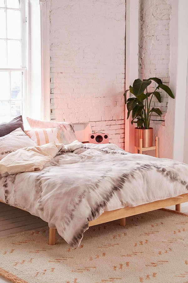 Décor de chambre à coucher moderne sur le thème industriel