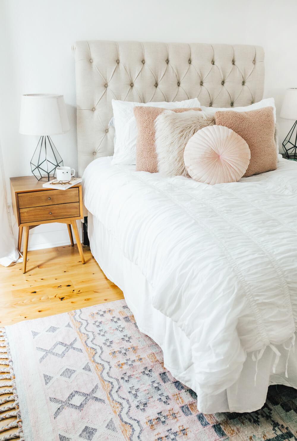 Décor de chambre à coucher sur le thème géométrique pastel