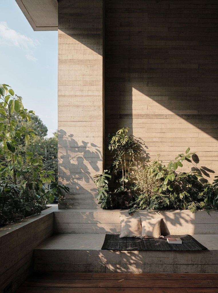 Les matériaux extérieurs et la conception ont été maintenus à l'intérieur pour rendre le bâtiment cohérent