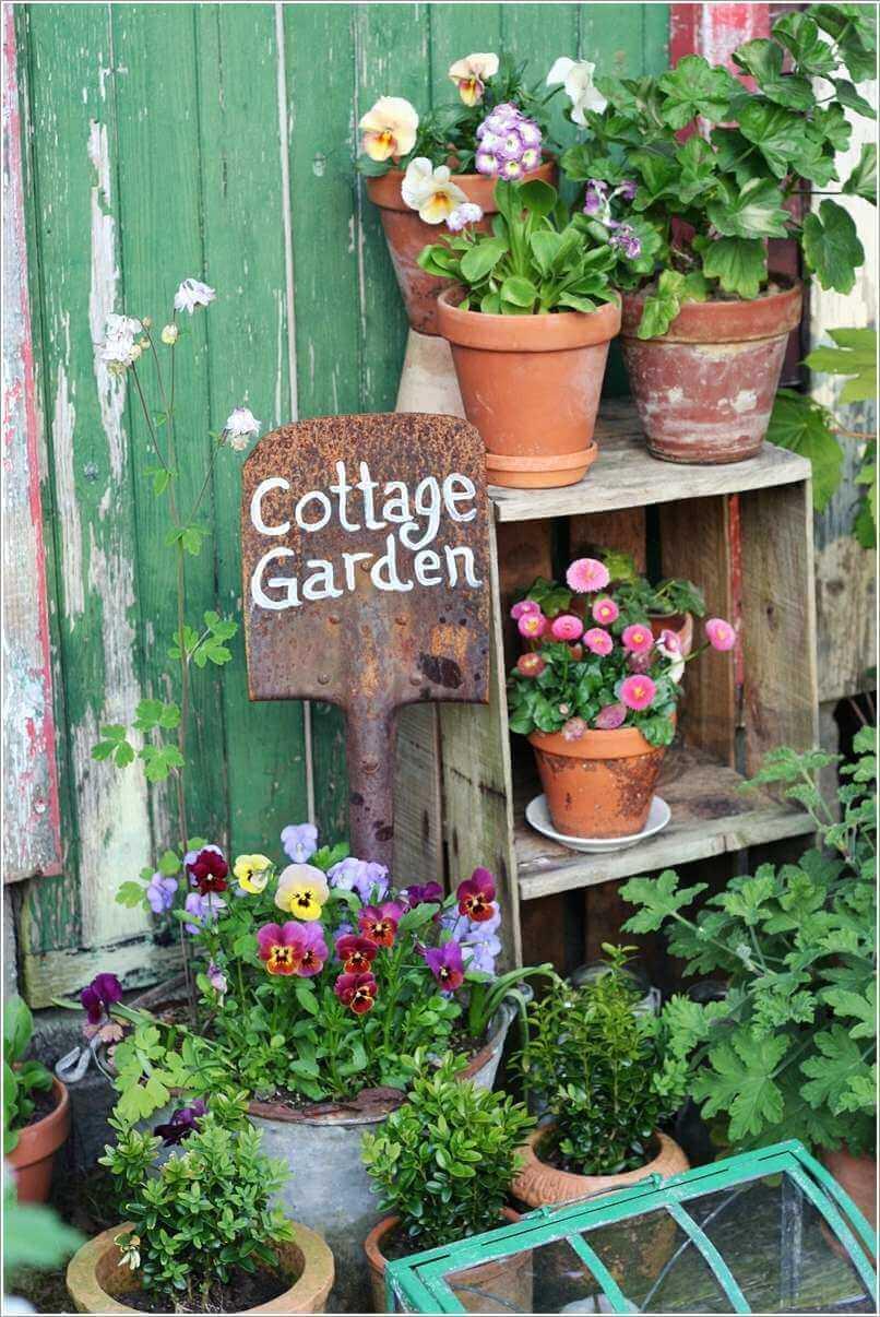 Signe de jardin Cottage sur une pelle