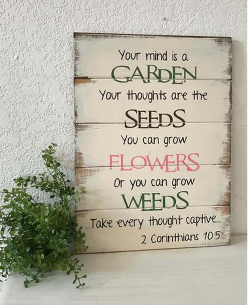 Cultiver des fleurs pas des mauvaises herbes signe de jardin