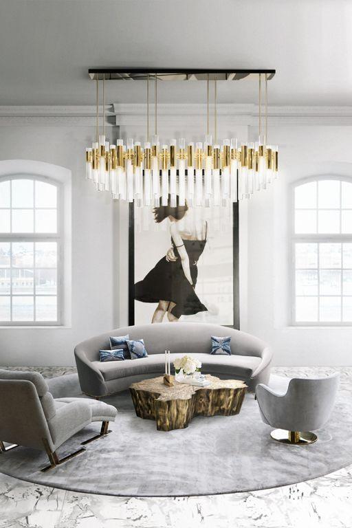 un salon exquis avec un canapé incurvé et des chaises et des chaises longues aux formes accrocheuses pour faire une déclaration