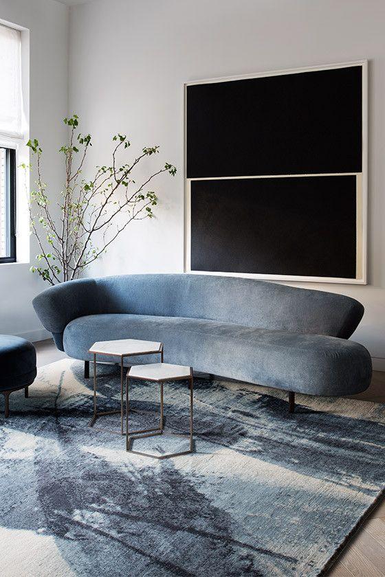 même si votre canapé n'est pas courbé mais a un dossier courbé, il montre des lignes et des silhouettes cool et a l'air wow