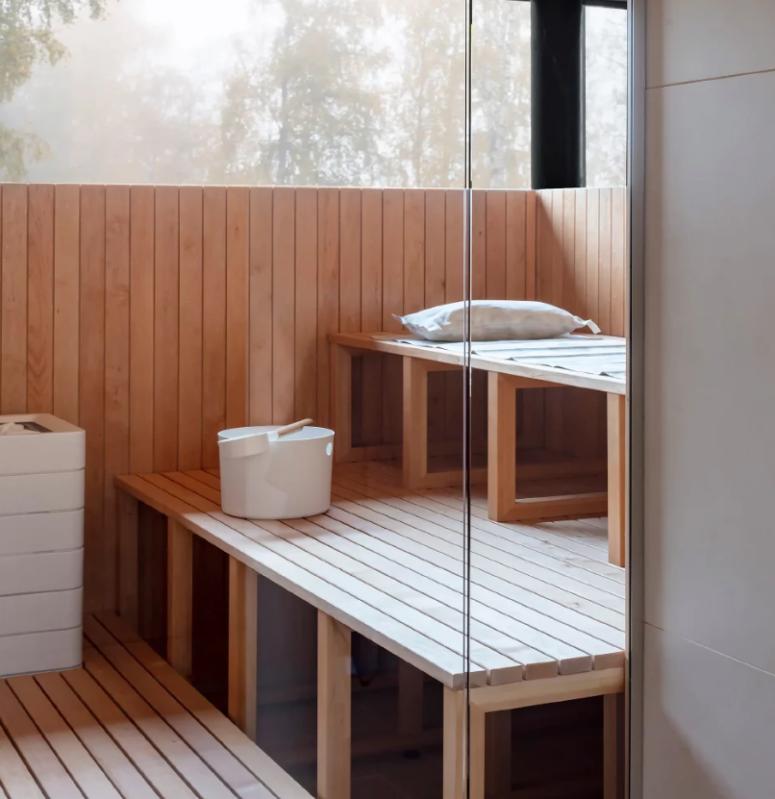 Il y a aussi un sauna finlandais traditionnel avec vue dans la maison