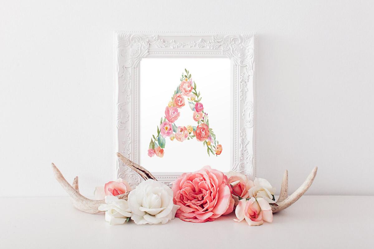 Encadré Floral Letter Painted Wall Art