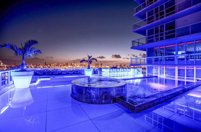 Bentley Bays Penthouse Extérieur Nuit