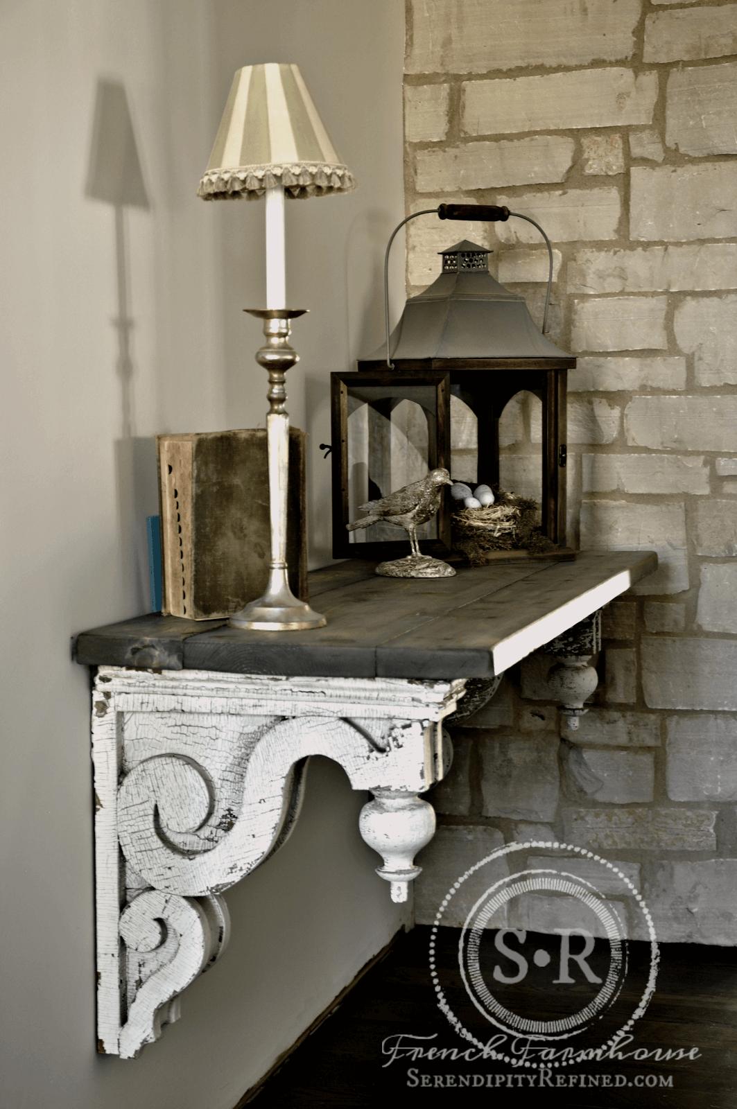 Tablette de cheminée avec bretelles en bois antique