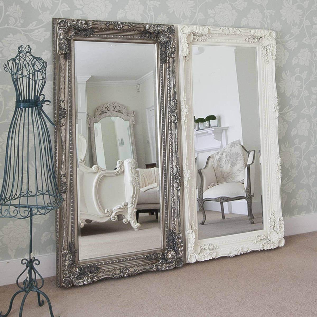 Ensemble de miroirs baroques mis à jour à travers le miroir