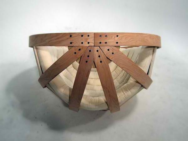 chaise à lattes de bois