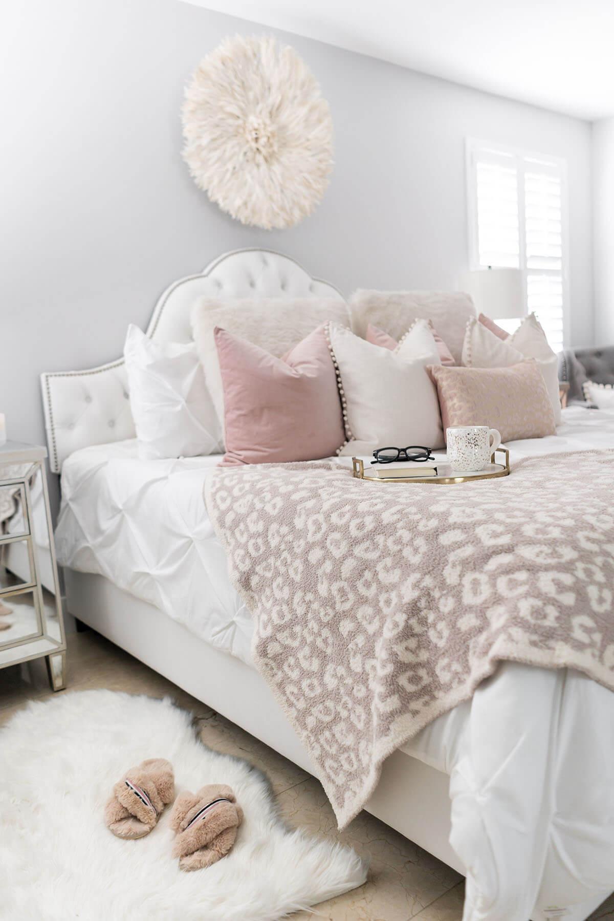 Une chambre pour filles sur le thème du pastel coquin et féminin