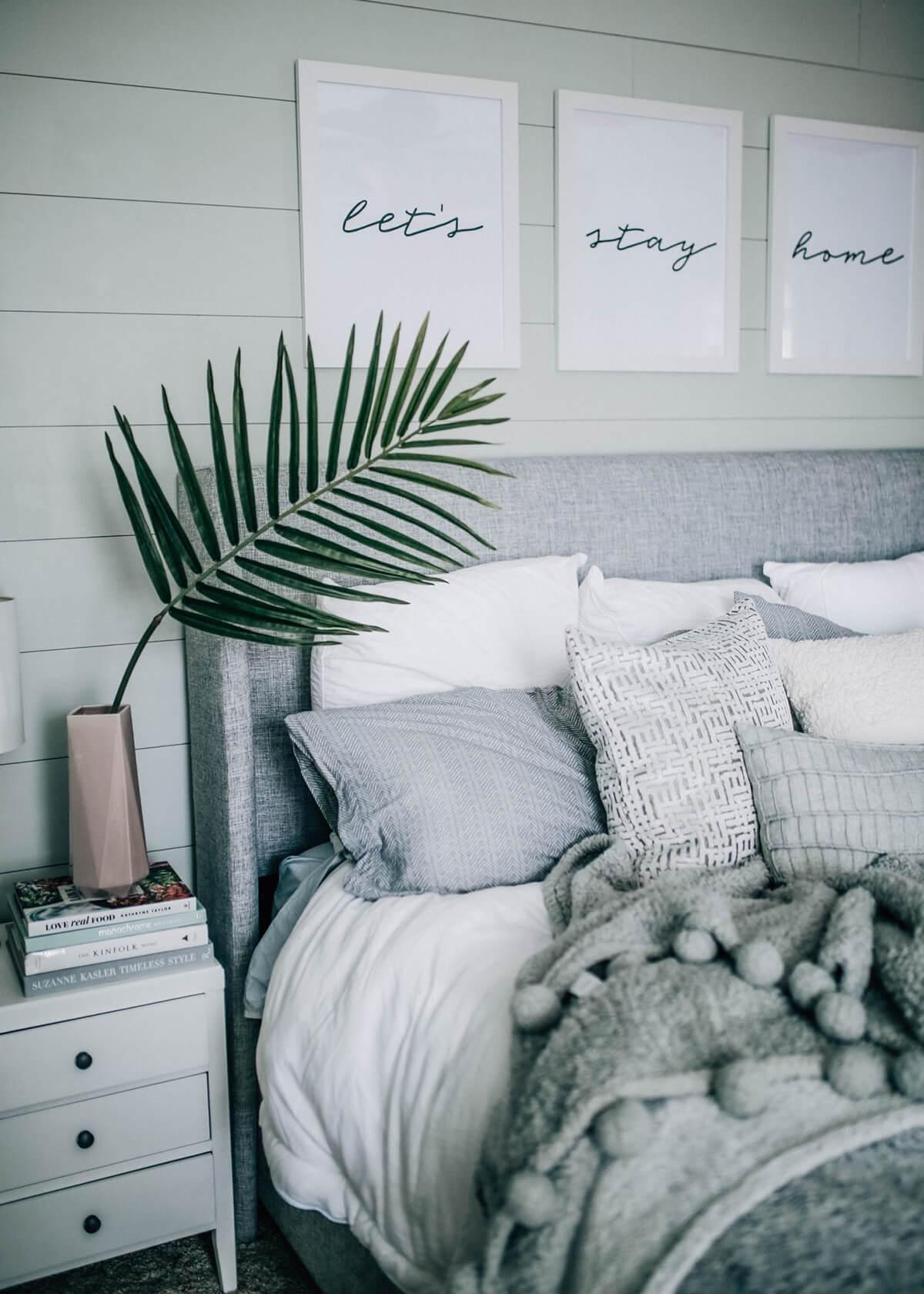 Mélange de nuances de gris, agencement fonctionnel de la pièce