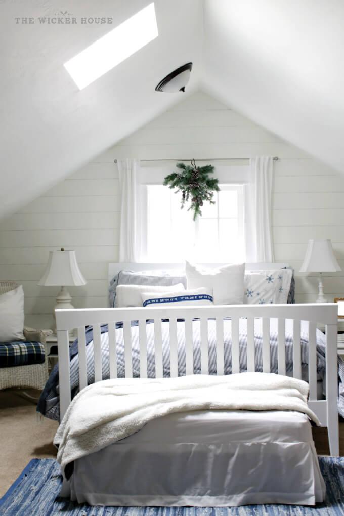 Une teinte subtile d'inspiration bleue pour la chambre