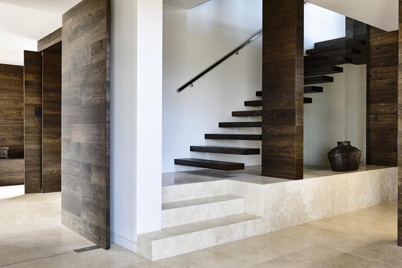 Escalier de maison de banlieue