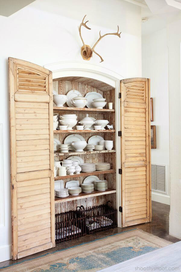 Étagère de salle à manger de jolie cabine à volets