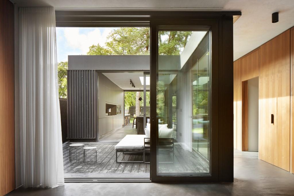 La cour intérieure sont comme de petites poches et des extensions d'espaces intérieurs à la fois