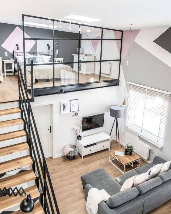 un appartement contemporain avec une chambre en mezzanine avec puits de lumière et suffisamment d'espace pour le rangement est très cosy