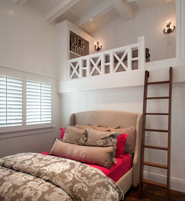 un espace de rangement loft dans la chambre vous offrira beaucoup d'espace de rangement sans prendre votre espace au sol
