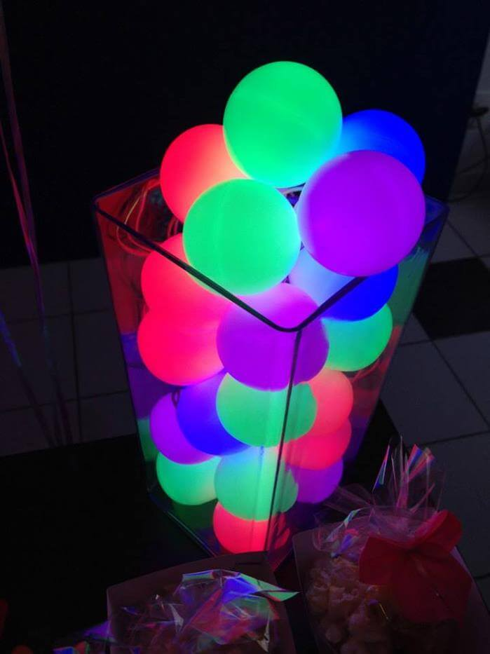 Éclairage de pilier cool avec des boules luminescentes