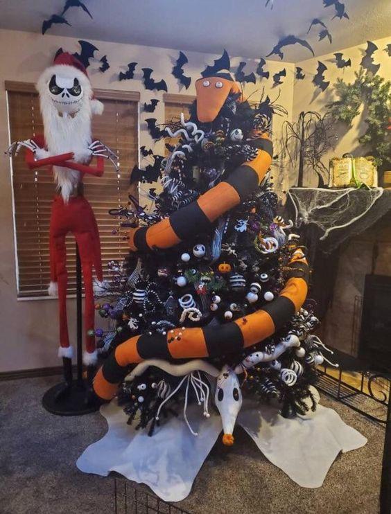 un serpent mangeur d'arbre effrayant de Nightmare Before Christmas, avec des ornements en noir et blanc, des boucles, des brindilles et des os de squelette est audacieux