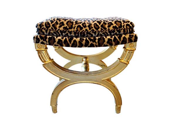Tabouret ou repose-pieds néoclassique italien en bois doré