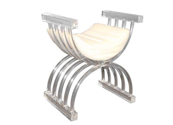 tabouret en forme de trône
