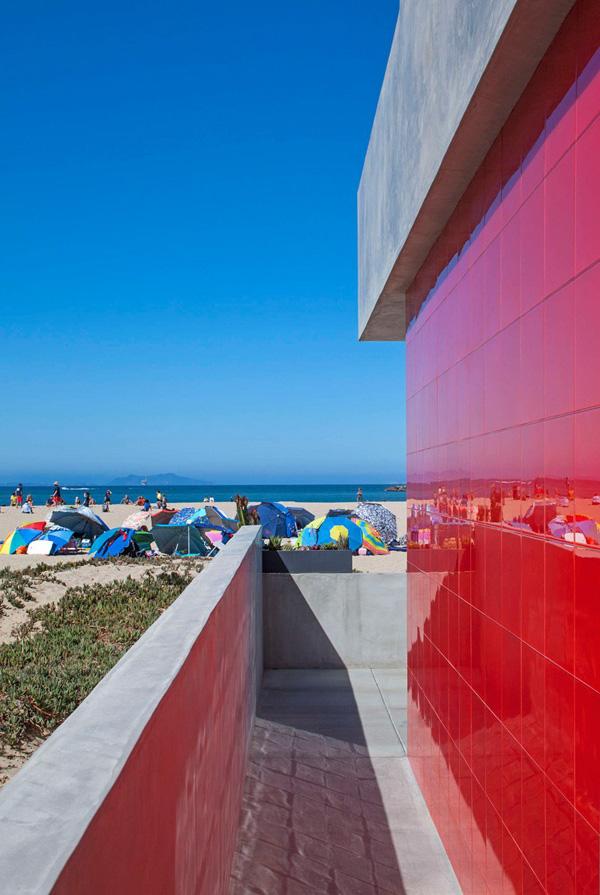 mur extérieur rouge