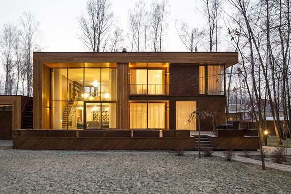 Maison dans la forêt de bouleaux