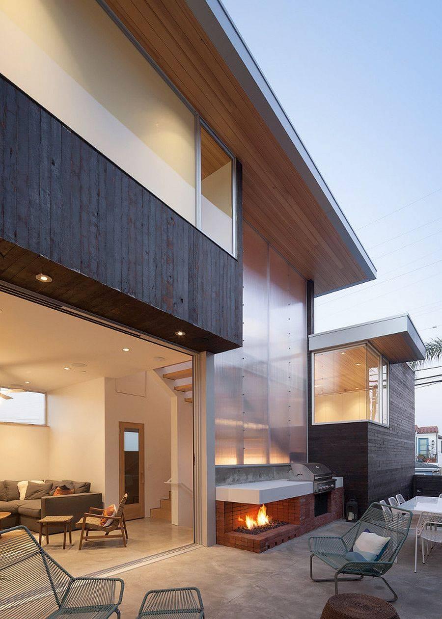 Facade-arriere-de-la-spacieuse-maison-contemporaine-recouverte-de-panneaux-de-polycarbonate-98417