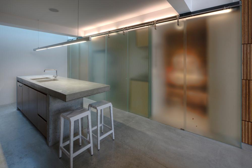 Portes-coulissantes-en-polycarbonate-pour-les-étagères-de-cuisine-et-garde-manger-faire-un-impact-instantané-49434